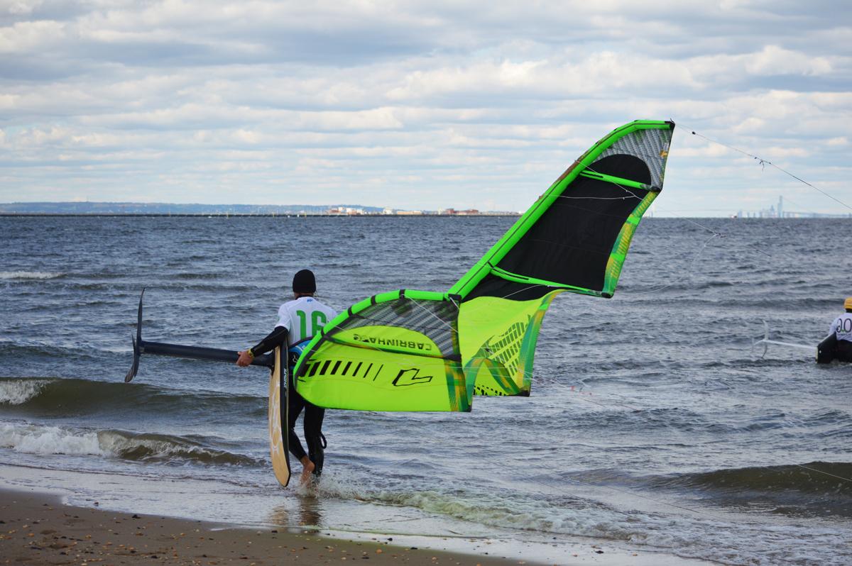 Attrezzatura per praticare il kite con tavola foil